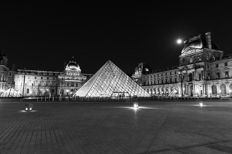Die Pyramide im Louvre.