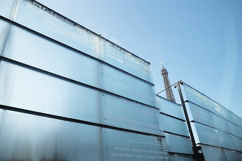 Morning high glass fence @quaibranly