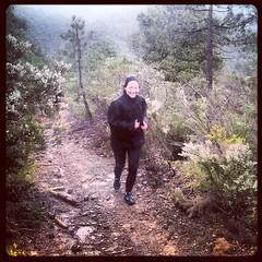 Course Nature et Vins 2013, parcours de reconnaissance : Karine dans le sentier mono-trace