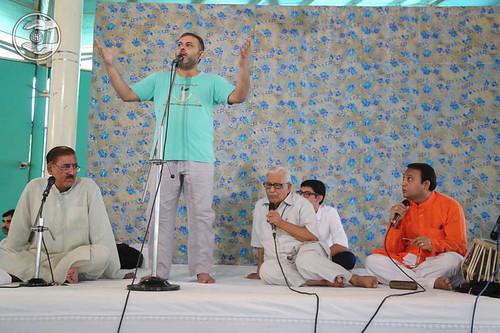 Poem by Rajinder Sonu from Sant Nirankari Colony, Delhi