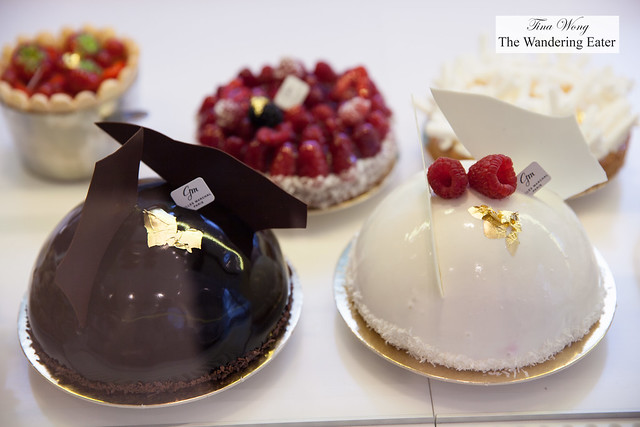 Large cakes, fruit tarts and Charlotte