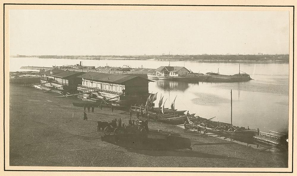 [Boats docked on the Dnieper River in Yekaterinoslav]