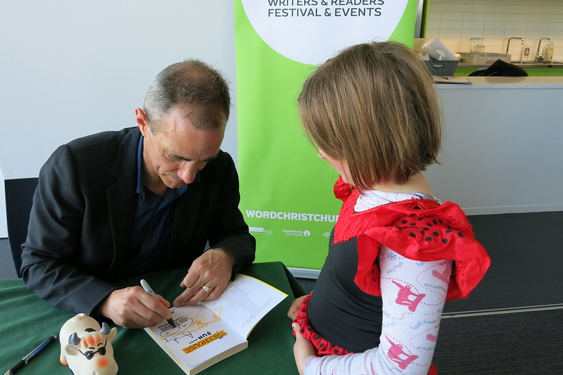 Andy Griffiths signs a book