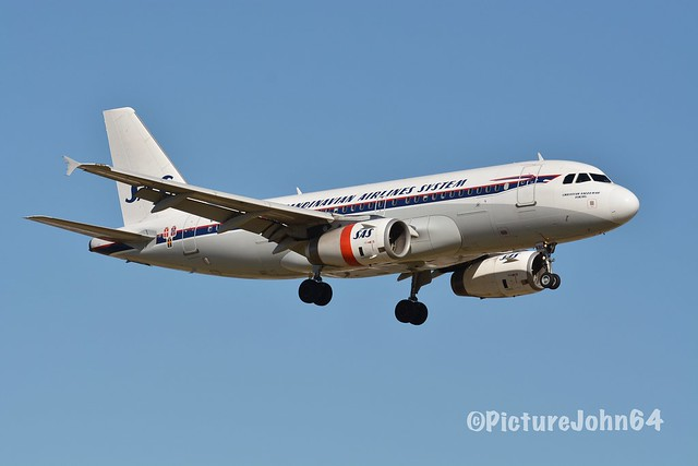 """Special Livery: SK2551 SAS Airbus 319 (OY-KBO) """"Retro"""" livery arriving from Copenhagen Kastrup at Schiphol Amsterdam"""