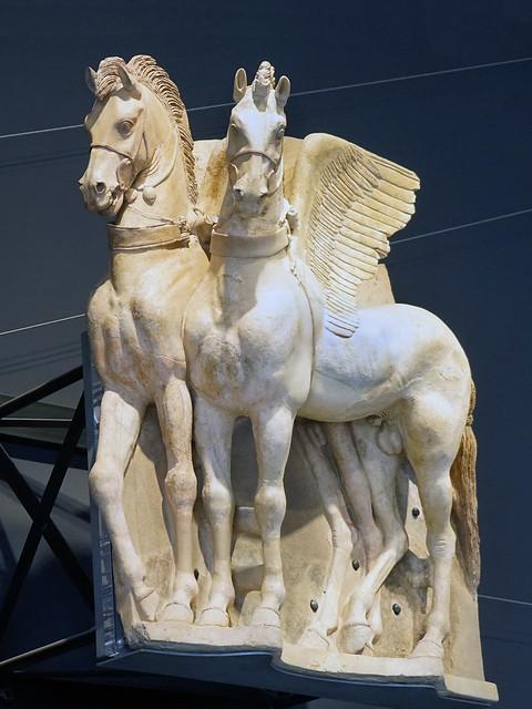 Chevaux ailés du temple étrusque (musée archéologique national, Tarquinia, Italie)