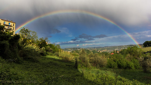 blue light red sky orange cloud house green nature water beautiful grass rain yellow arcoiris clouds landscape droplets spring rainbow arch spectrum wide dream meadow violet indigo prism wideangle dreamy rebirth ultrawide arcobaleno abruzzo arcenciel chieti scattering wavelength arundodonax