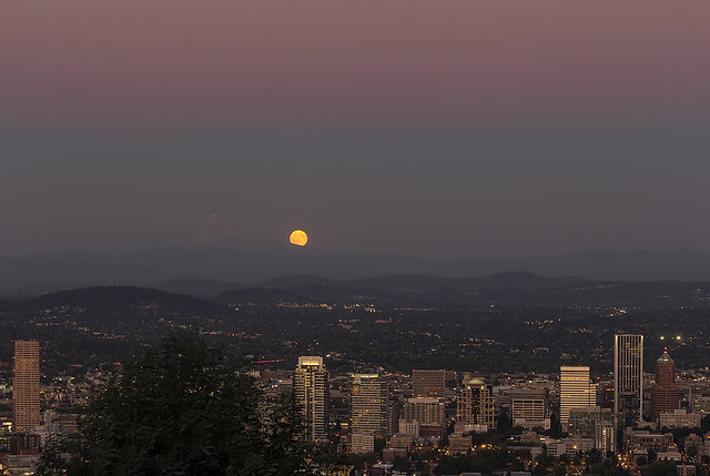 Full Moon Rising from the East