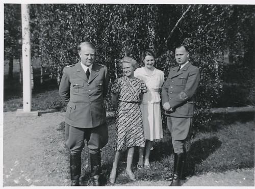 Fra venstre: Vidkun Quisling, fru Fuglesang, ukjent kvinne, Rolf Jørgen Fuglesang.