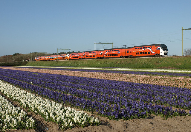 Koningstrein VIRM 9520 at Hillegom, April 29, 2013