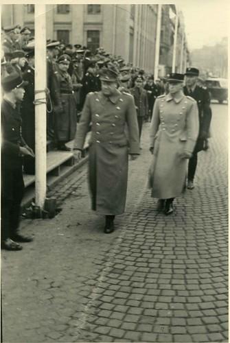 Vidkun Quisling paraderer opp Karl Johansgt.
