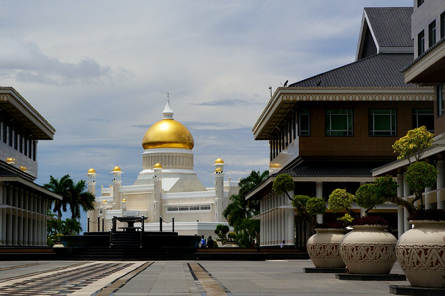 Brunei. The Sultan Omar Ali Saifuddien Mosque.