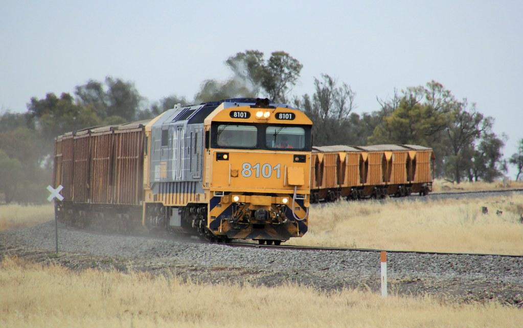 8101 kicks up fresh ballast dust as it enters Murtoa on the sand train by bukk05