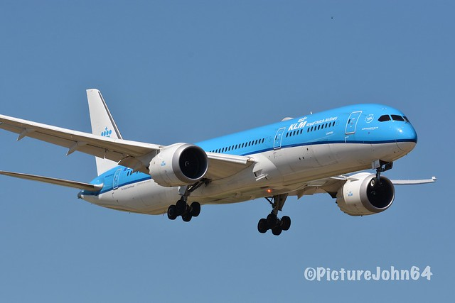 "B787-9: Beacon On: KL608 KLM Boeing 787-9 Dreamliner (PH-BHI) ""Lavender"" arriving from San Francisco at Schiphol Amsterdam"