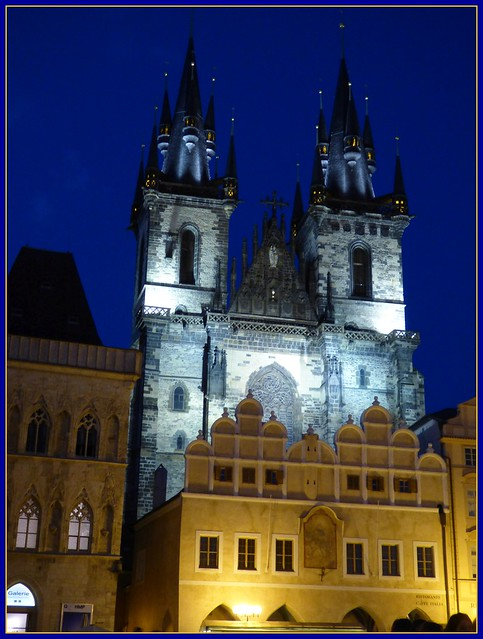 Teyn-Kirche bei Nacht / Church of Our Lady before Týn at night
