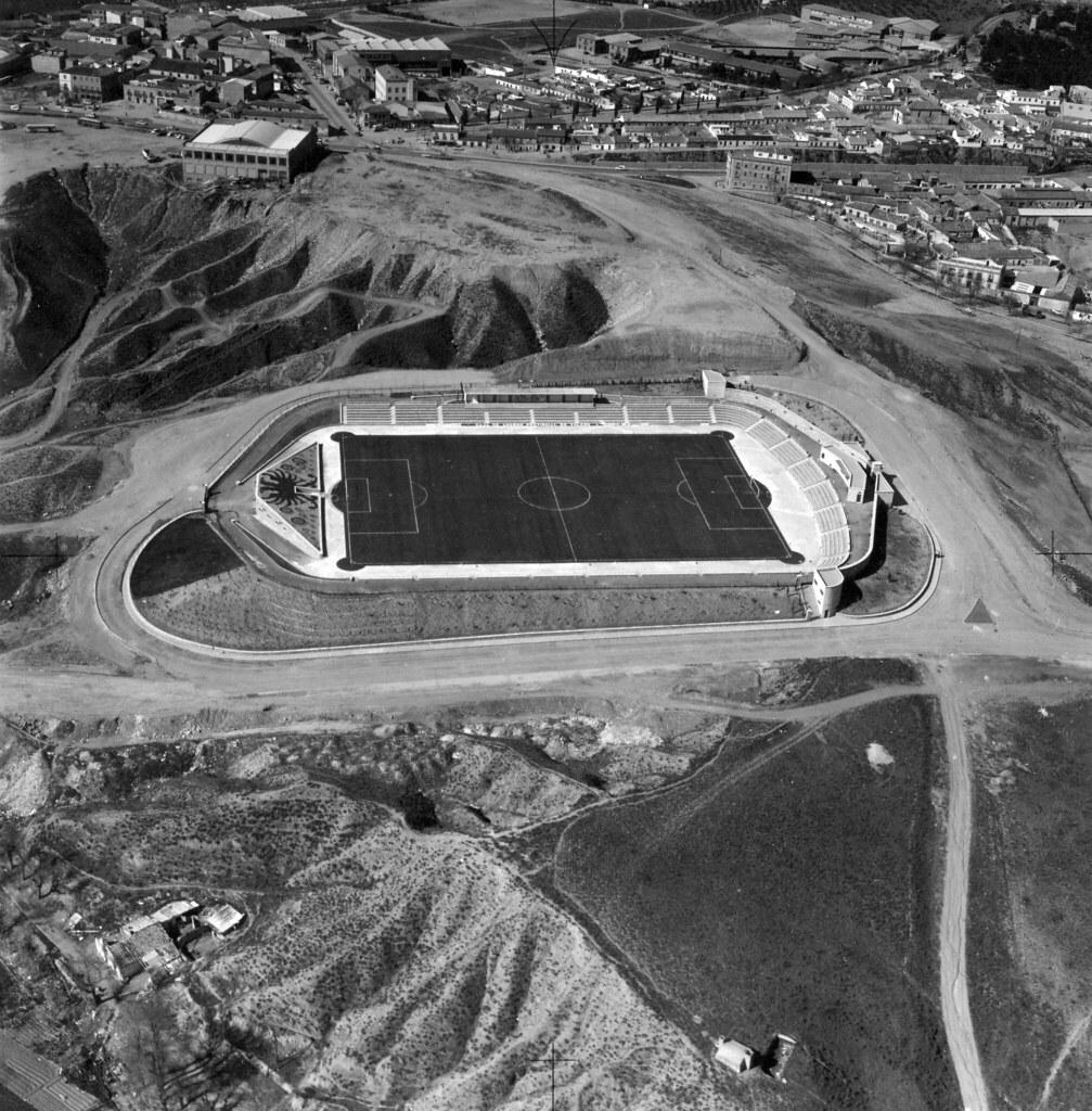 Fotografía aérea del estadio Salto del Caballo del C.D. Toledo hacia 1973. Centro cartográfico del Ministerio del Ejército.