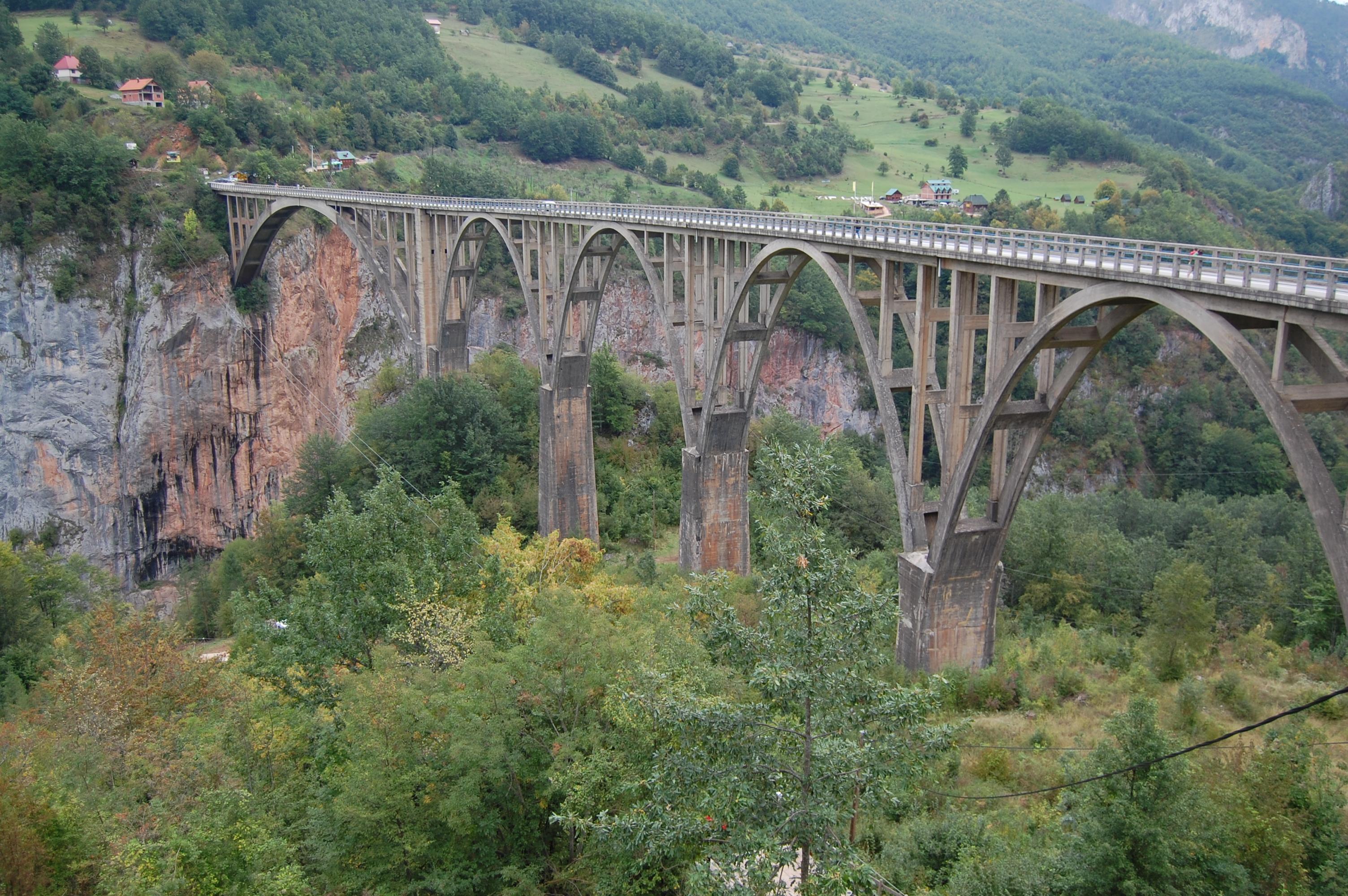 Most přes řeku Taru
