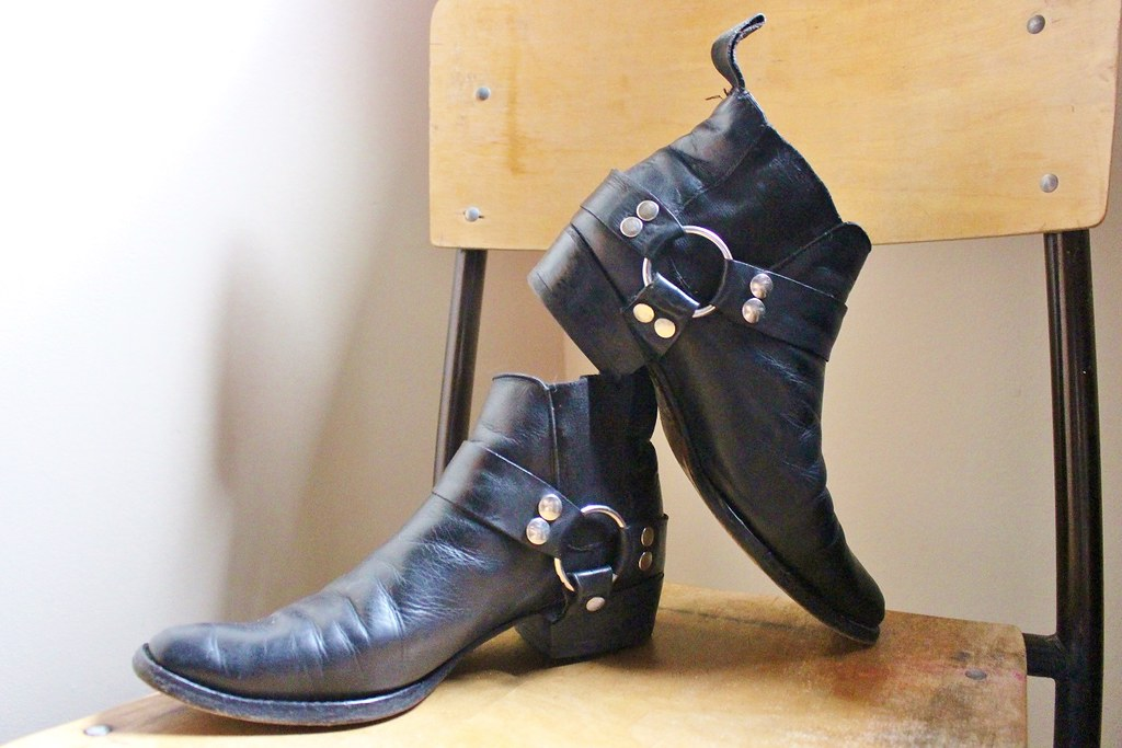 7c60809200d32 Awesome Women's Vintage 80's Black Leather Guess Winklepic…   Flickr