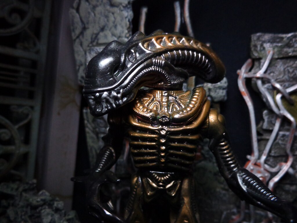 Scorpion Alien Up Close | Close up, you can see how the Scor