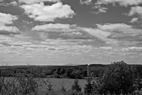 2016 bw blackwhite canada cantonsdelest ciel clouds coaticook d90 été farm ferme juillet nature nikkor18300mm nikon nikond90 noiretblanc nuages paysage saintvenantdepaquette sky