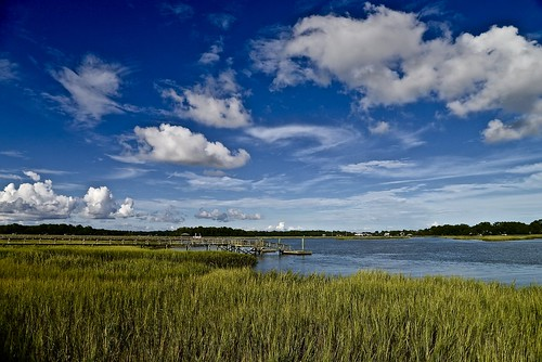 batterycreek creek beaufort beaufortcounty marsh water sky bluesky clouds cloud sc carolinas lowcountry southcarolina south nikon nikon2485 nikond610 2016 august summer grass seagrass cordgrass piers docks harborriver