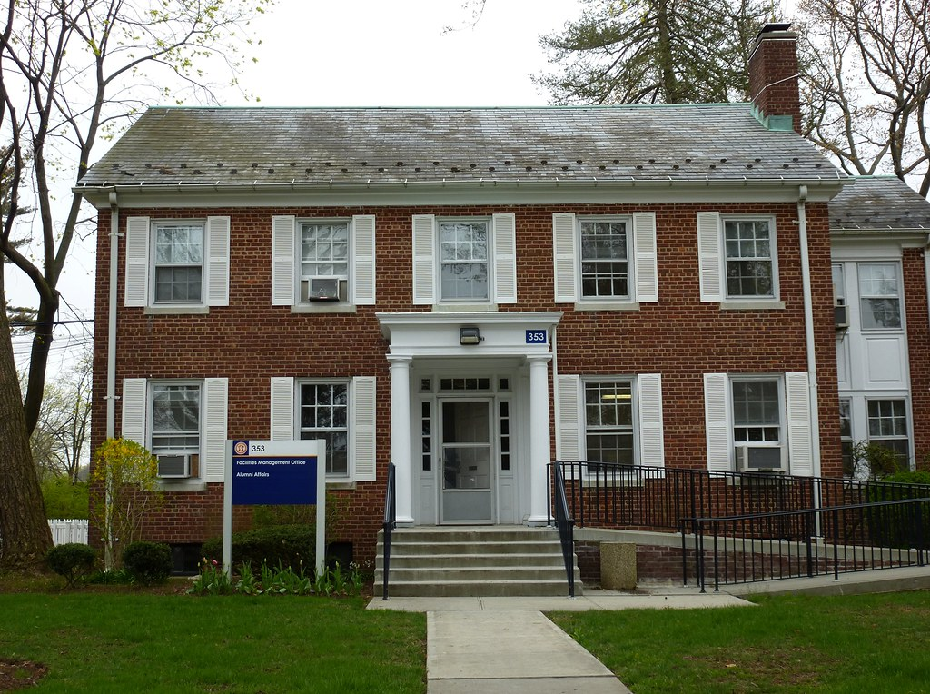 Mitchel Field, NY officer housing   Mitchel Field began as H