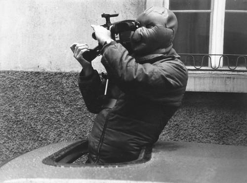 Reisender Krieger 19  Clemens Klopfenstein mit Kälteschutzmaske für die langen Autobahnfahraufnahmen