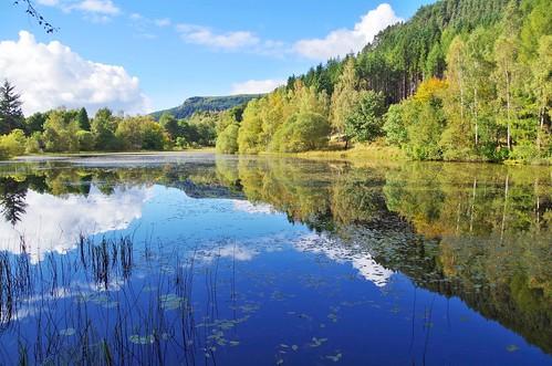 ericrobbniven scotland perthshire dundee dunkeld loch polney walking water sky landscape he re