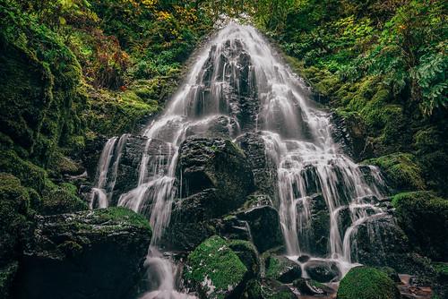 columbiarivergorge oregon landscape waterfall fairyfalls corbett unitedstates us