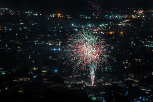 bayarea eastbay 4thofjuly holiday night black color summer nikon d810 boury pbo31 california fireworks 2018 independenceday pyrotechnics over view kingestateopenspace eastmont oakland alamedacounty illegal rooftops