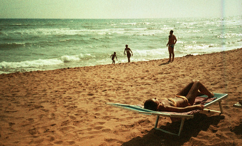 analog analogue olympus xa2 lomography lomographycolorxprosunsetstrip100 expired film 35mm pellicola candid people gold golden dorato sunny summer estate sole sunbathing abbronzatura bathing bagno mare seaside vacations sand sabbia water acqua lay laying sdraio children family mother father sicilia sicily filmisnotdead believeinfilm grainy