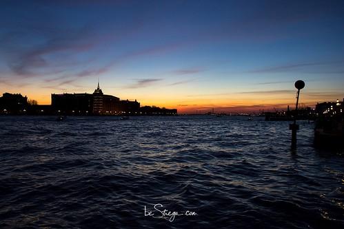 Un tramonto a #Venezia dietro  il Molino Stucky: un classico che non mi stancherò mai di fotografare ❤.