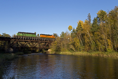 grandrapidslocal rapidslocal train railroad lakessub bnsflakessub emd bridgeshot bridge creepingshadows lastshot finalshot