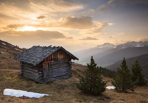 mountains austria morninglight spring cabin berge hut landschaft tyrol frühling stubaieralpen stubaialps innsbruckundseineferiendörfer