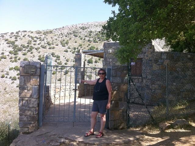 Kreta - Crete - Lasithi Plateau - Psychro - Diktaion Antron - Entrance - Knocking on heaven's door ;-)