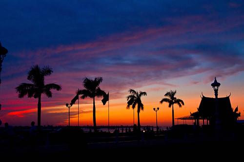 sky silhouette sunrise dawn asia cambodia phnompenh sisowathquay colorphotoaward pwpartlycloudy