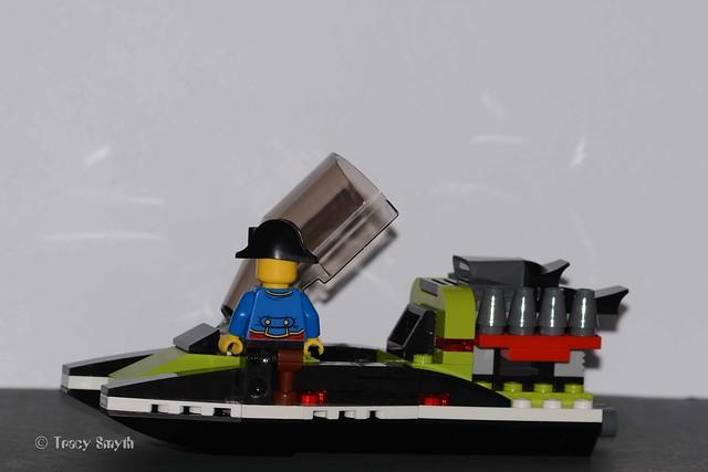 Speed boat (256/366)