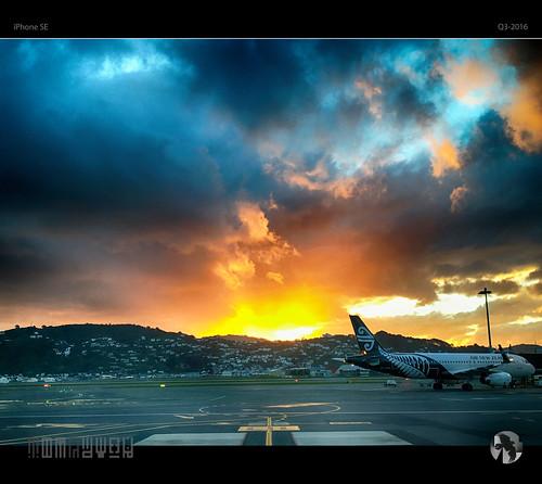 sky clouds sun sunset plane airplane airnewzealand airport tomraven aravenimage q32016 iphone se