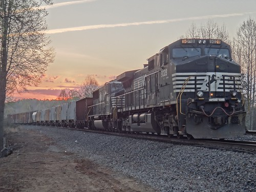 train norfolk southern locomotive 147 hdr 9028