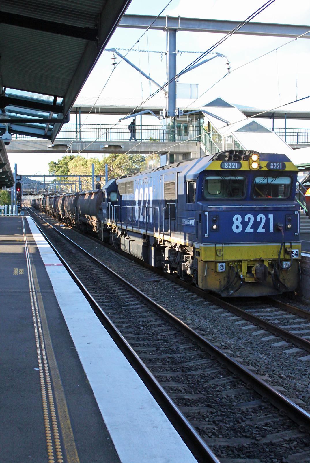 8221, 8209 (rear) MC86 Thirroul by Thomas
