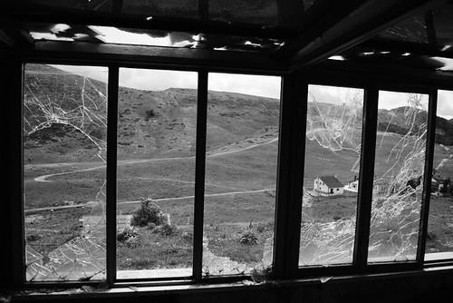 glass filettino window finestra campostaffi lazio italia montagna mountain abandoned abbandono