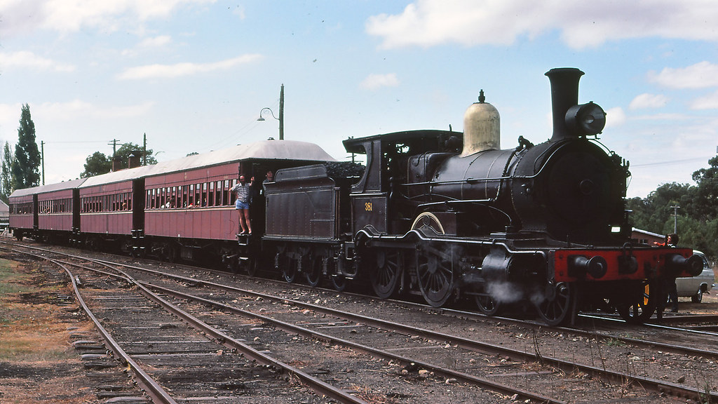 NSWGR_BOX006S06 - 381 at NSWRTM, Thirlmere by michaelgreenhill