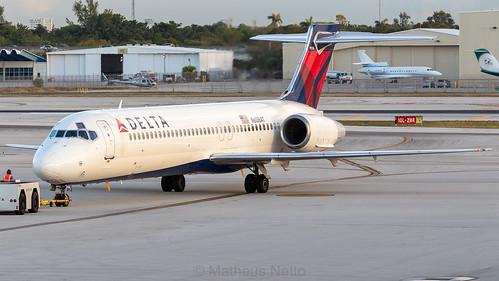 boeing airplane delta florida aviation plane spotting 717 sunrise