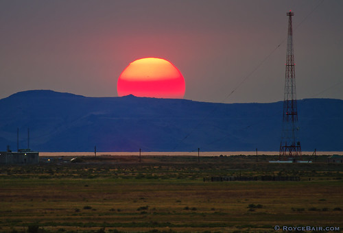 sunset red orange sun yellow utah greatsaltlake setting flaming gsl stansburyisland stansburymountains