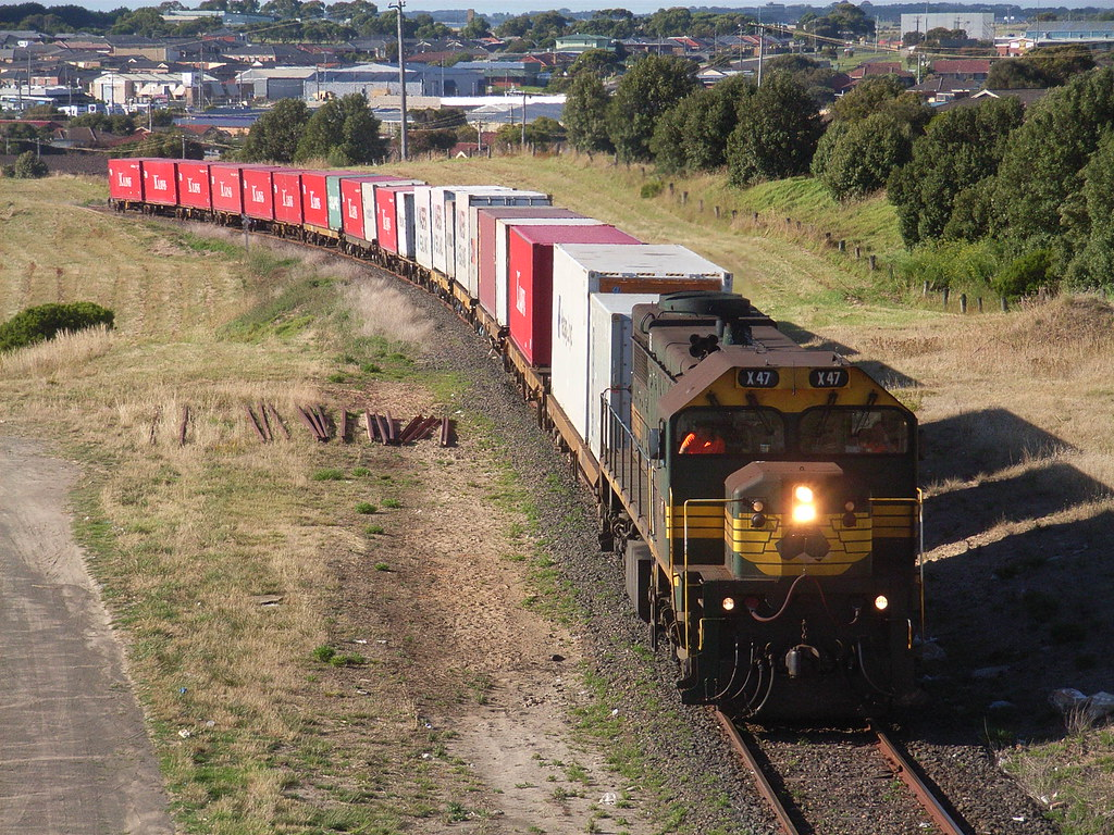 X47 makes it way back to the yard to stable in Warrnambool by bukk05