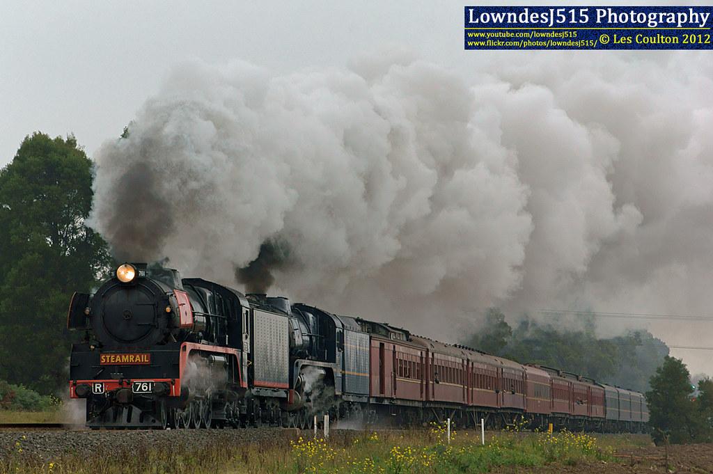 R761 & R711 at Warragul by LowndesJ515