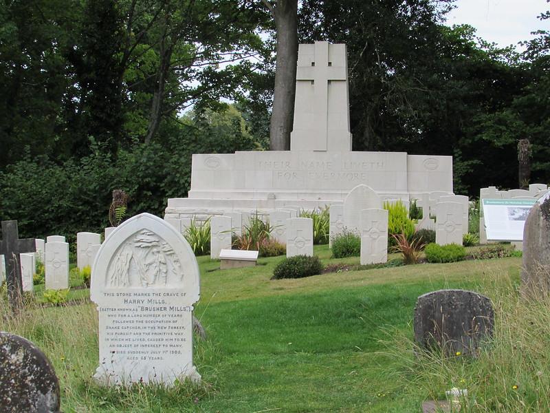 Brockenhurst: St Nicholas Churchyard (Hampshire)