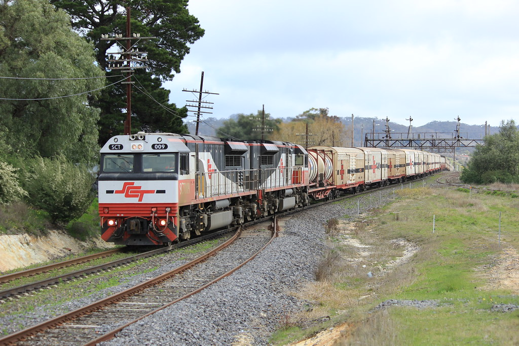 SCT009 and SCT005 roll downgrade through Ararat on a late running PM9 service by bukk05