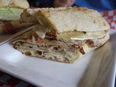 水, 2012-08-01 19:25 - 豚肉とチーズのサンドイッチ