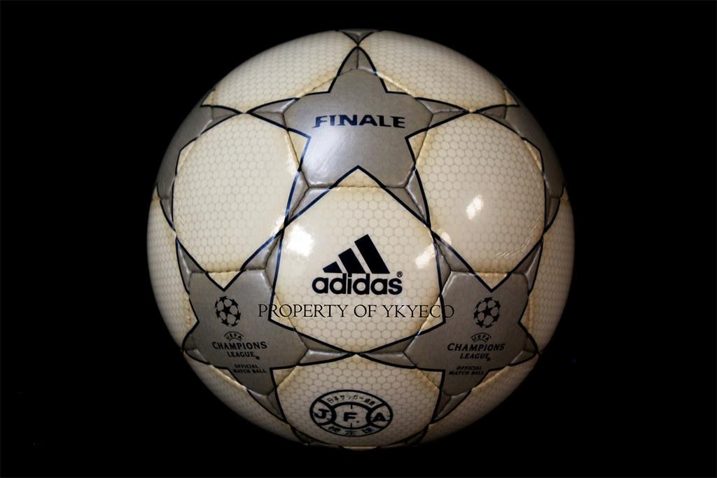 UEFA CHAMPIONS LEAGUE FINALE 1 2000-01, J-LEAGUE ADIDAS MATCH BALL 01
