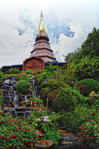 King's Chedi   by moonbird
